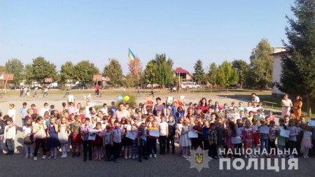 Виноградівські поліцейські взяли участь у флешмобі «Ми за мир»