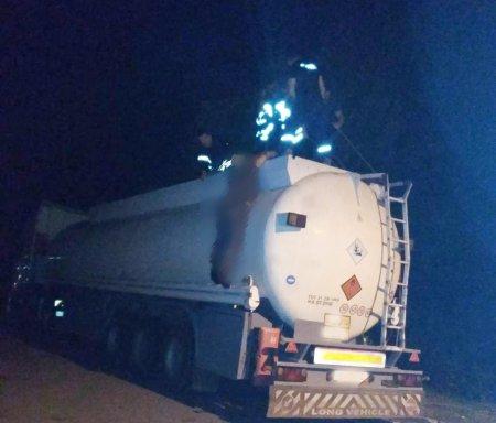 Рятувальники вилучили тіло водія бензовозу з цистерни
