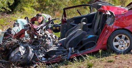 Поліція знайшла 32-ох річну жінку мертвою в розбитому автомобілі – вони відкрили її Facebook і дізнались шокуючу правду