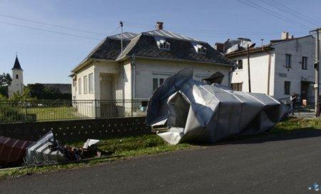 Опубліковані вражаючі фото буревію під Ужгородом: Неймовірне торнадо знищило три десятки будинків (ФОТО)