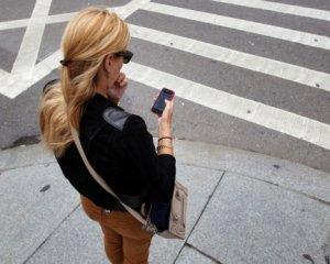 Розмовляти по телефону на пішохідних переходах заборонять