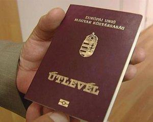 Закарпатські чиновники із угорськими паспортами почали йти з посад