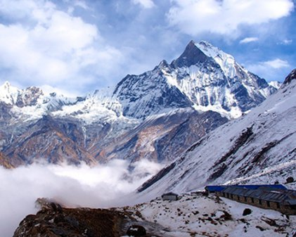 У Гімалаях загинули дев'ятеро альпіністів: лавина накрила табір
