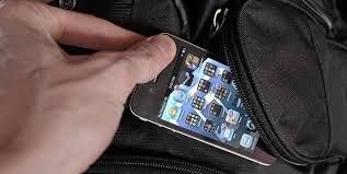 У Мукачеві молодик у пасажирському транспорті викрав з кишені куртки жінки мобільний телефон