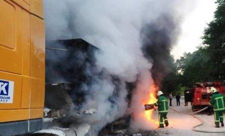 На трасі Київ-Чоп загорівся вантажний автомобіль з цементом