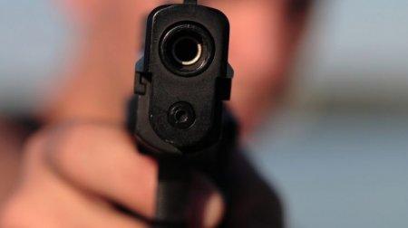 Хлопець у білий день розстріляв 5 поліцейських, є загиблий