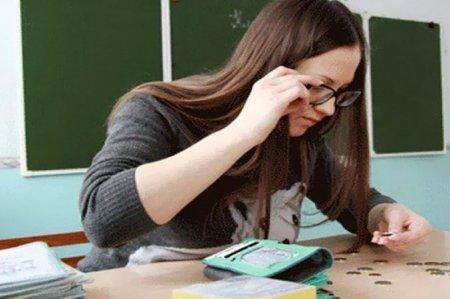 Уряд планує підвищити зарплати вчителям: коли та на скільки
