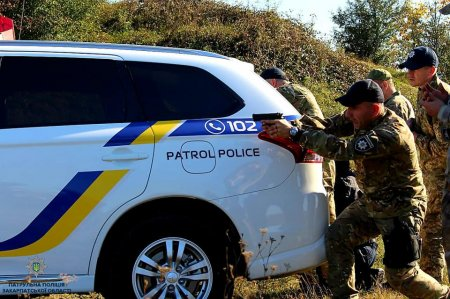 Поліцейські Закарпаття відпрацьовували навички зі стрільби (ФОТО)