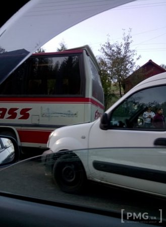 На Закарпатті рейсовий автобус  потрапили у ДТП