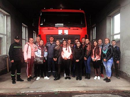 На екскурсію до пожежної частини завітали студенти медичного коледжу