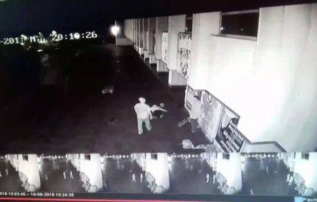 Один від удару втратив свідомість: В Ужгороді група ромів напала й побила двох хлопців (ВІДЕО)