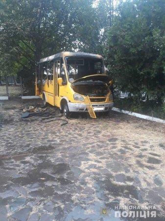 В Мукачеві підпалили пасажирський автобус: поліцейські знайшли палія (фото)