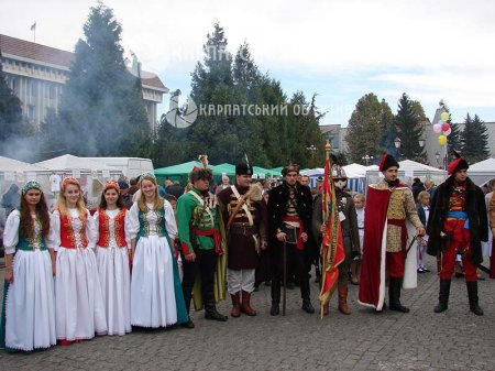 """У Хусті відбувся угорський етнофестиваль """"День Бетлена"""" (ВІДЕО)"""