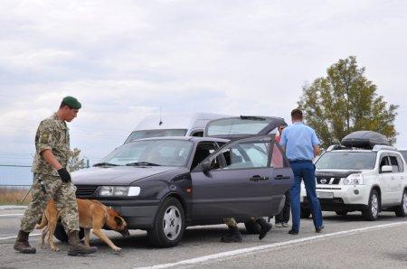Прикордонники відібрали у чоловіка іномарку: через невідповідність номеру кузова