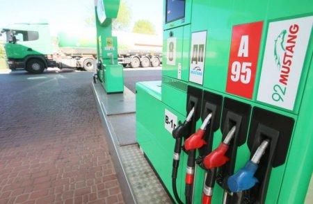 Чому в Україні дорожчає бензин?