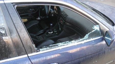 Ужгородець обікрав сім машин, розбивши скло свічкою запалювання