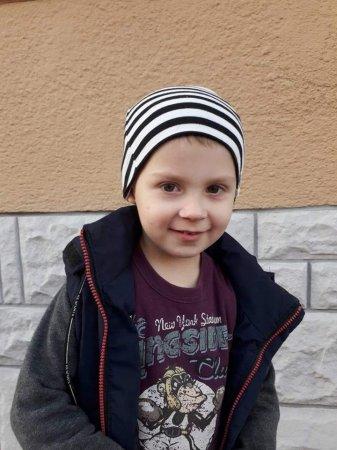 Загубилася дитина у Мукачеві! Хлопчик 3-4 роки - назвався Діма - перебігав світлофор на червоне світло!