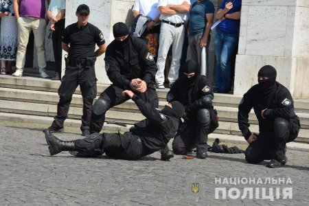 Оголошується конкурс на вісім вакансій на посаду поліцейського підрозділу поліції особливого призначення у ГУНП в Закарпатській області