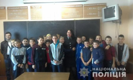 Тячівські поліцейські роз'яснюють ризики шкільного булінгу (ФОТО)