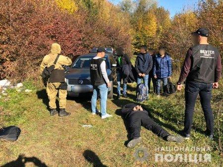 На Закарпатті затримали шістьох нелегалів та їх переправника (ФОТО)