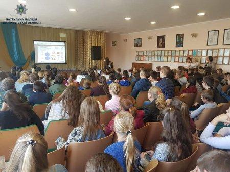 Інспектори зі зв'язків з громадськістю поспілкувалися із учнями Коритнянської ЗОШ на тему булінгу (ФОТО)