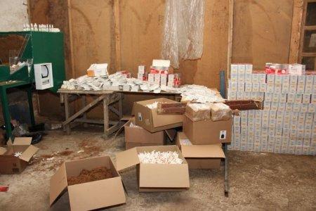 На ужгородщині крутили цигарки у підпільному цеху: фальсифікат вилучено, а шахраїв судитимуть (фото)
