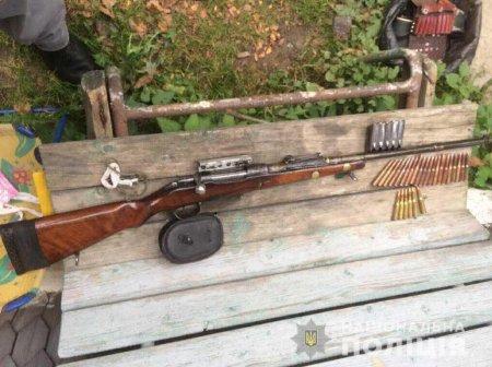 Поліція Дубового вилучила нелегальну зброю
