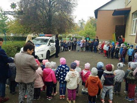 Поліцейські вчили дітлахів «дорожній» грамоті  (ФОТО)