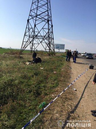 Водій збив пішохода і залишив помирати на узбіччі:фото з місця ДТП