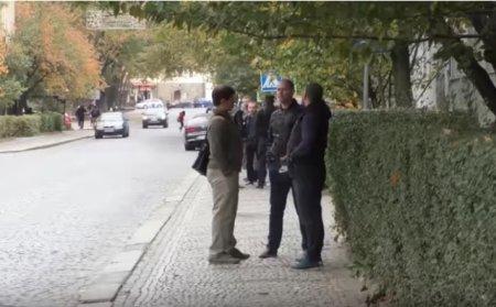 Під апеляційним судом зібралися обурені містяни: суд випустив винуватця смертельної ДТП (відео))