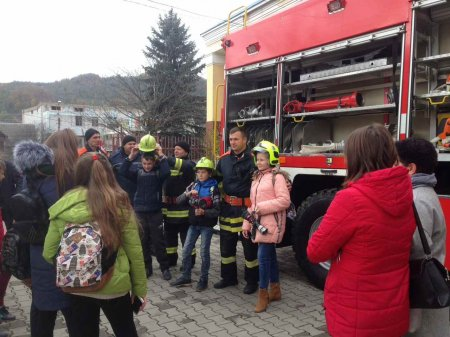 Аби припинити пожежі, рятувальники посилено профілактують їх серед населення