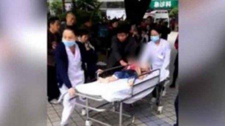 Шматувала не розбираючи хлопчик це чи дівчинка: у Китаї жінка кухонним ножем поранила 14 дітей