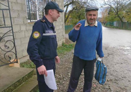 Закарпатські рятувальники навчали мешканців сіл Боржавське та Тячівка правилам безпеки у побуті