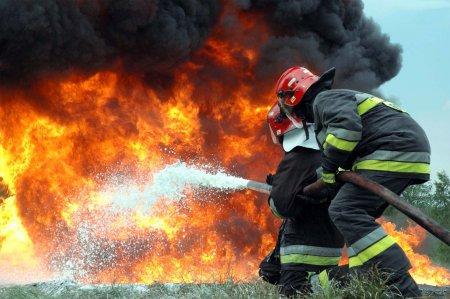 Дві пожежі за добу: рятувальники гасили господарчі споруди