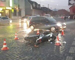У Мукачеві після ДТП водій мотоцикла потрапив у лікарню (ФОТО)