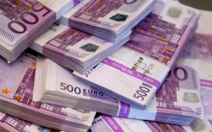 В сусідній із Закарпаттям Румунії чоловік купив вживану шафу з майже 100 тисячами євро і негайно повернув гроші