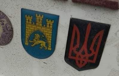 У Польщі порушили справу проти українця через наклейку з тризубом