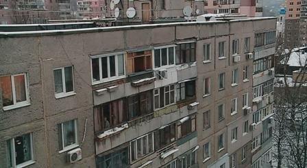 Дірявий дах замовляли? Чому комунальники Мукачева не поспішають ремонтувати будинки?