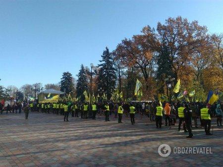 Розлючені власники авто на єврономерах заблокували центр Києва, очікується колапс (ФОТО)