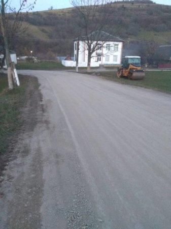 На Виноградівщині завершують цьогорічні ремонти доріг, вже видно результати праці дорожників (ВІДЕО)