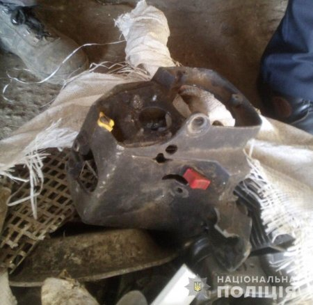 Поліція Берегова затримала місцеву мешканку за крадіжку автозапчастин