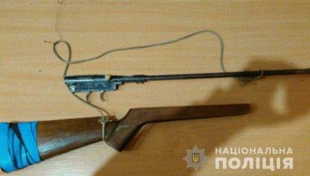 Гуляв біля річки: Поліція Ужгородщини затримала чоловіка із зброєю
