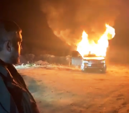 Незадоволений рішенням ВР учасник протестів «евроблях» спалив свій «Ленд Ровер»