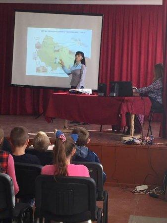 Спеціалісти Тячівського МУВГ розповіли школярам про історичний паводок 1998 року