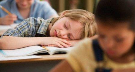 Батькам назвали справжню причину перевтоми дітей в школі