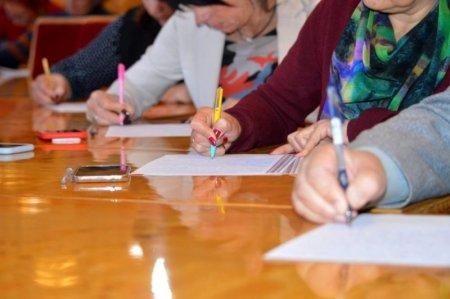 Диктант єдності в Ужгороді писали разом з письменниками та чиновниками (ВІДЕО)