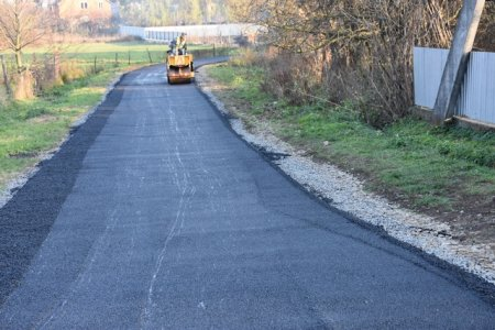 В Іршаві продовжується ремонти місцевих доріг (фото)