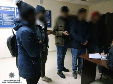 Патрульні виявили іноземців, які незаконно перебувають на території України (ФОТО)
