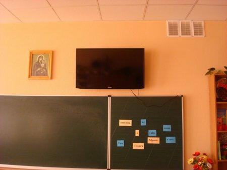 Для шкіл Мукачева купили телевізори на 200 тисяч гривень