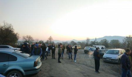 На Закарпатті люди знову перекрили дорогу місцевого значення (фото)
